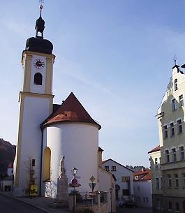 Pfarrkirche und Rathaus