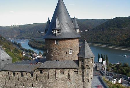 Blick von Burg Stahleck auf Bacharach