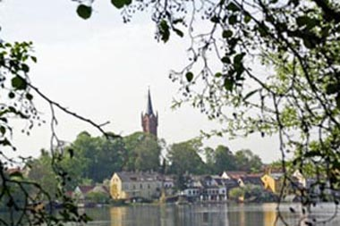 Blick über den Haussee auf Feldberg